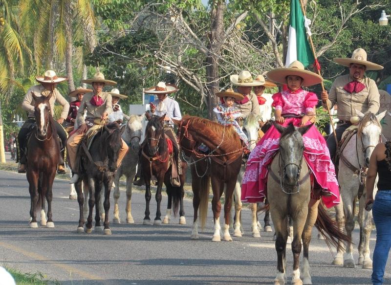 Parade finale - horses, Barra de Navidad Nov2017