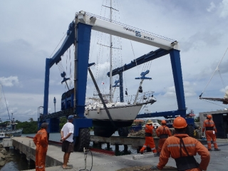Snowaway being hauled, Panama